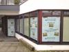 Sichtschutz aus Economy-Folie und Endlos-Digitaldruck von der Scheiben-Innenseite