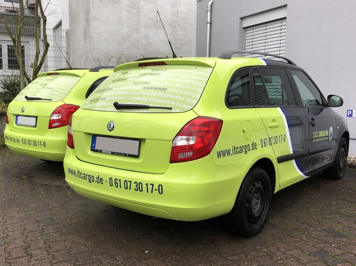 Fahrzeugbeschriftung und -teilfolierung