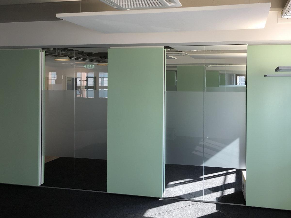 Sichtschutz auf Glastrennwänden